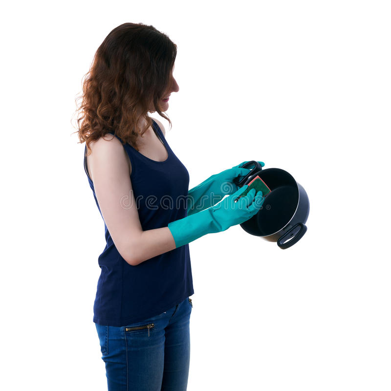 La giovane donna in maglietta scura ed i guanti di gomma verdi sopra bianco hanno isolato il fondo fotografie stock