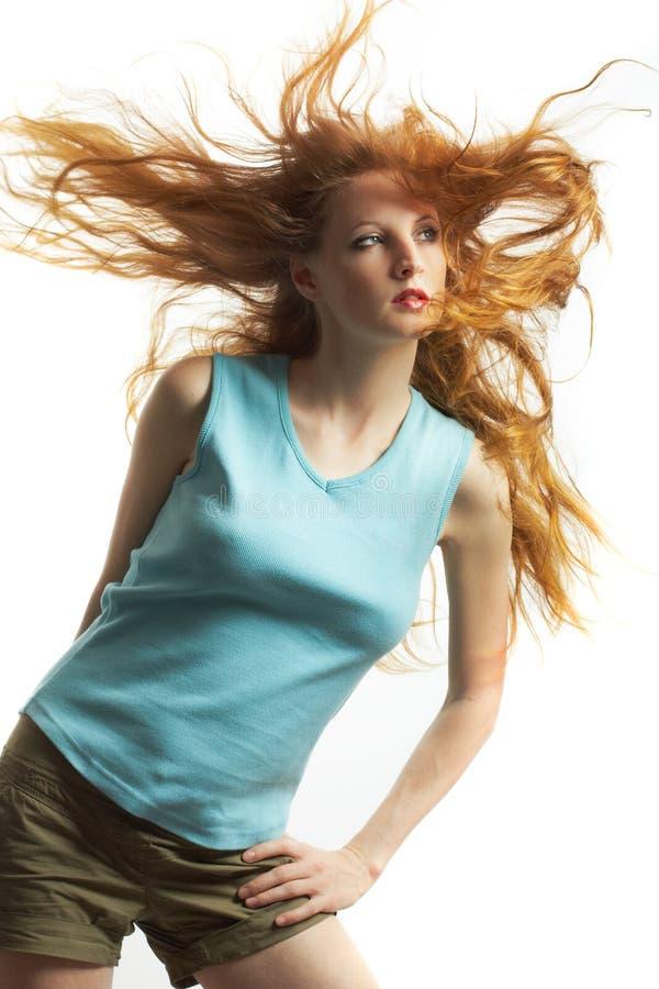 La giovane donna sessuale con capelli rossi fotografia stock libera da diritti