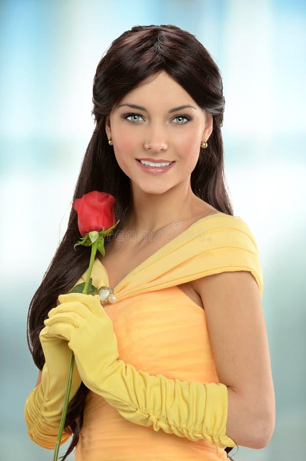 La giovane donna si è vestita in vestito vittoriano fotografia stock