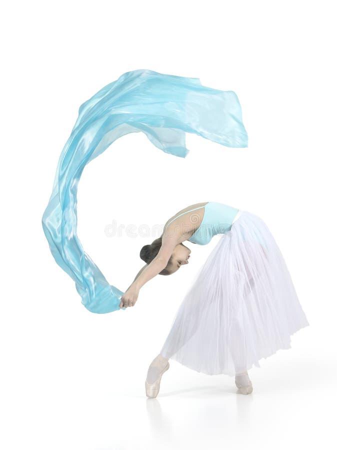 La giovane ragazza sorridente sta ballando il balletto fotografie stock