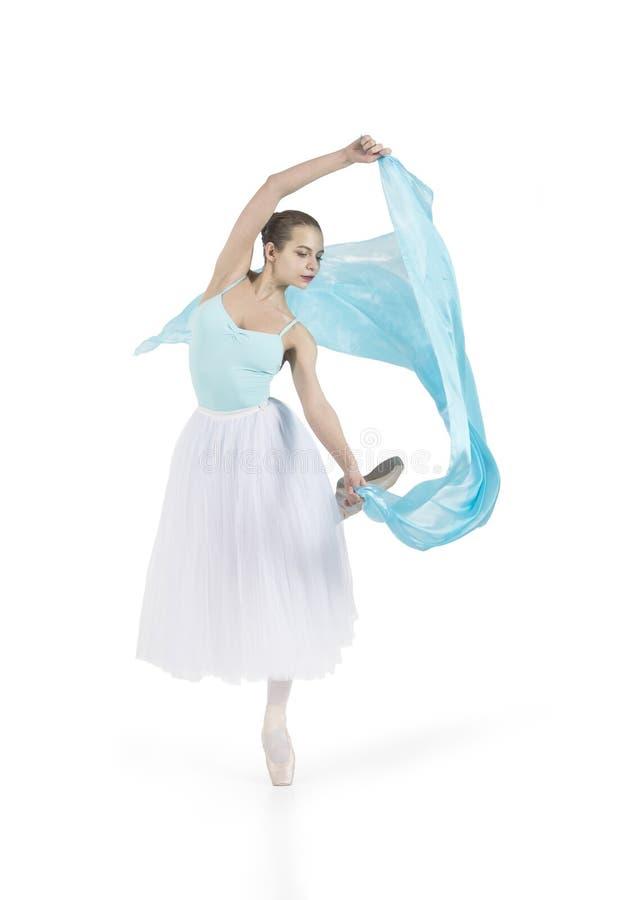 La giovane ragazza sorridente sta ballando il balletto immagine stock libera da diritti