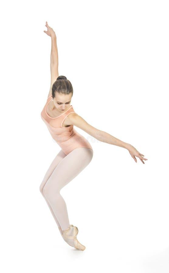 La giovane ragazza sorridente sta ballando il balletto immagini stock libere da diritti