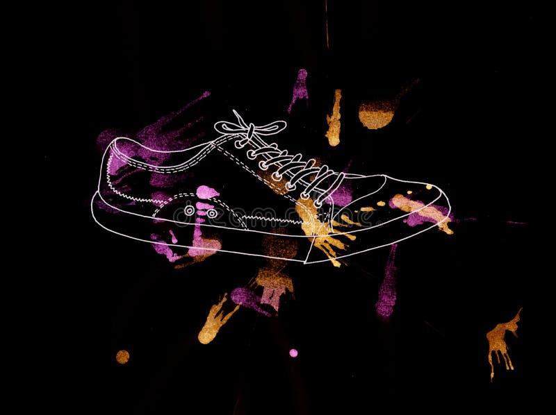 La gioventù mette in mostra le scarpe su un fondo nero, acquerello, illustrati fotografia stock libera da diritti