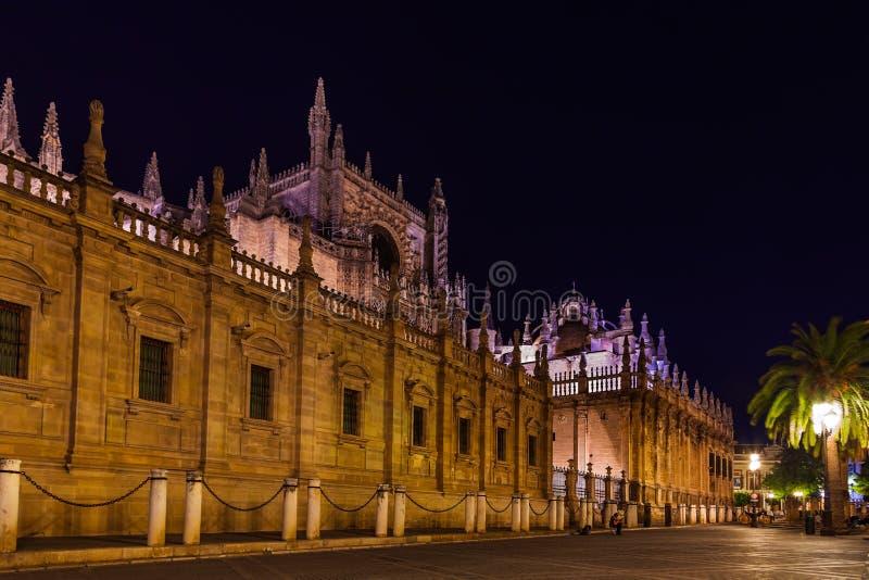 La Giralda van de kathedraal in Sevilla Spanje stock foto's