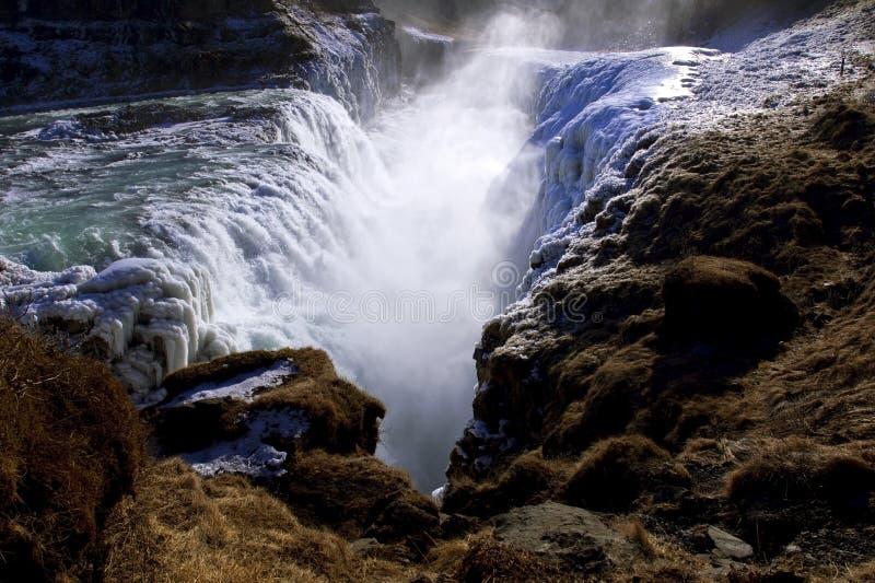 La glace a couvert des automnes d'or, cascade de Gullfoss, Islande. photographie stock