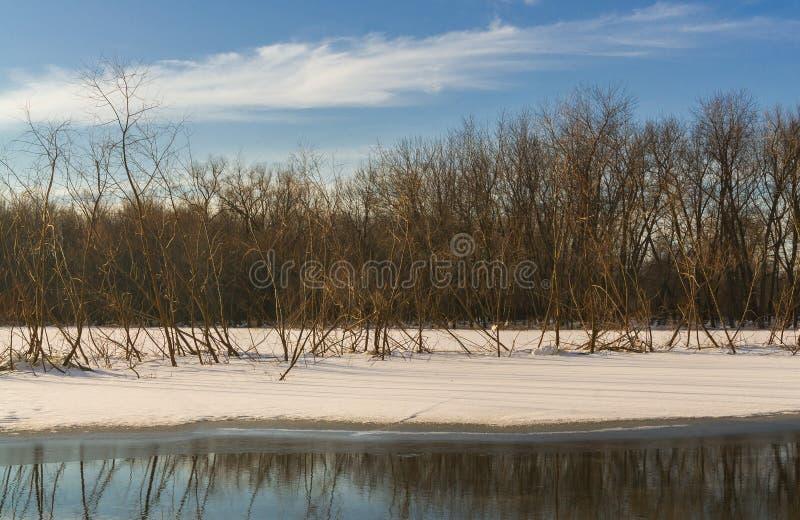 La glace a couvert le lac image stock