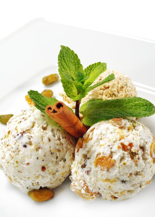 Download La Glace De Maison De Dessert à La Crème A Effectué Image stock - Image du froid, cannelle: 8663725
