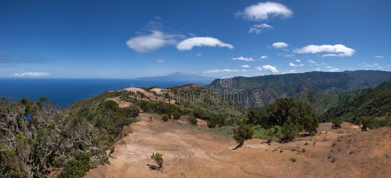La Gomera - traccia sopra Vallehermoso in vista di Tenerife fotografia stock