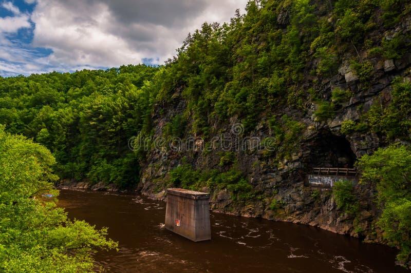 La gorge de rivière de Lehigh, dans les montagnes de Pocono de la Pennsylvanie images stock