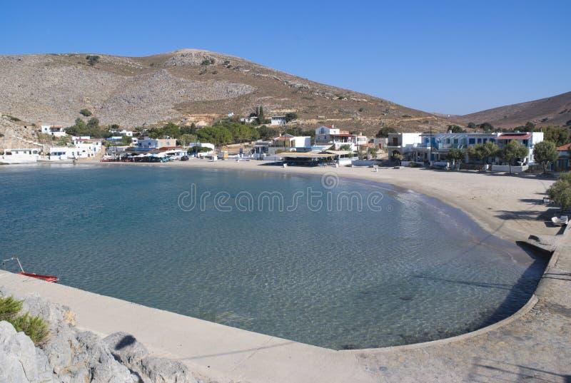 La Grèce, l'île de Pserimos dans le Dodecanese La plage de port chez Avalakia, la paix du matin photos stock