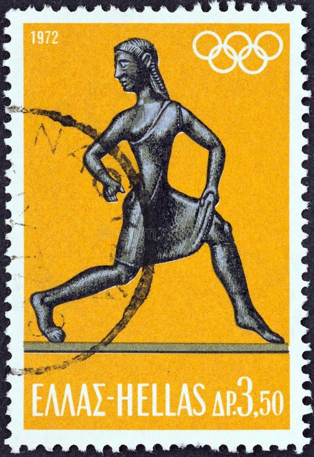 LA GRÈCE - VERS 1972 : Un timbre imprimé en Grèce montre la statuette d'athlète féminin, vers 1972 photo stock