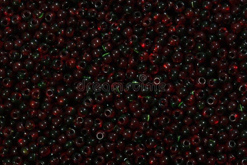 La graine rouge et noire multicolore perle le fond illustration de vecteur