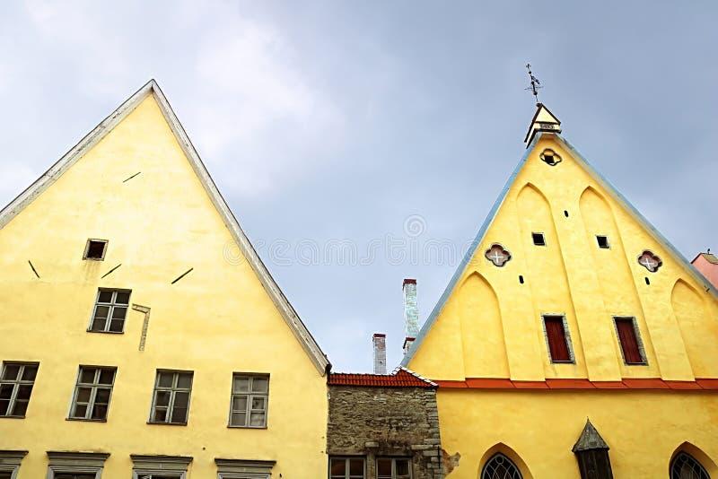 La gran derecha del edificio del gremio, edificio gótico en Tallinn, Estonia fotos de archivo
