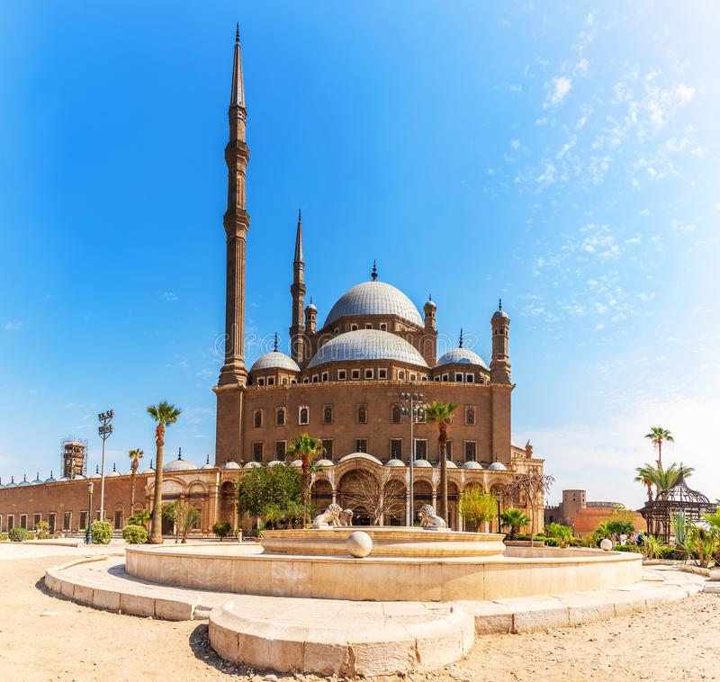 La gran mezquita de la mezquita de Muhammad Ali Pasha o del alabastro en El Cairo imagenes de archivo