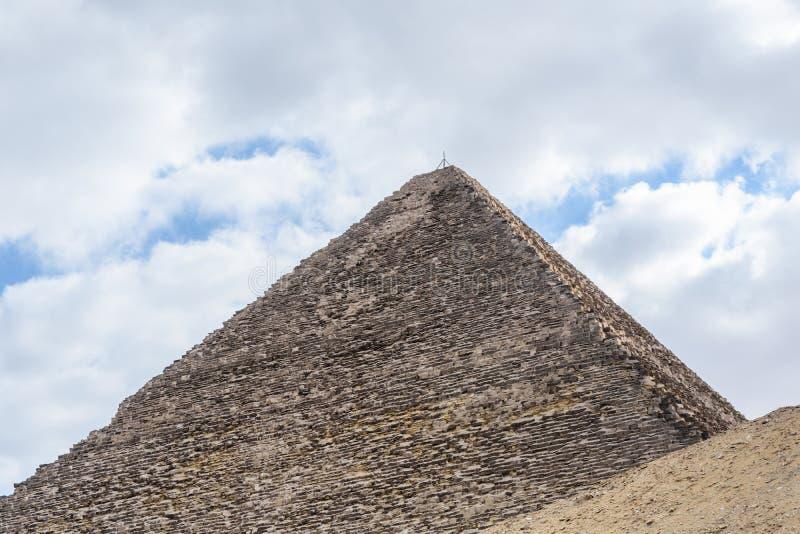La gran pir?mide de Cheops en la meseta de Giza Ciudad y r?o el Nilo de El Cairo fotos de archivo