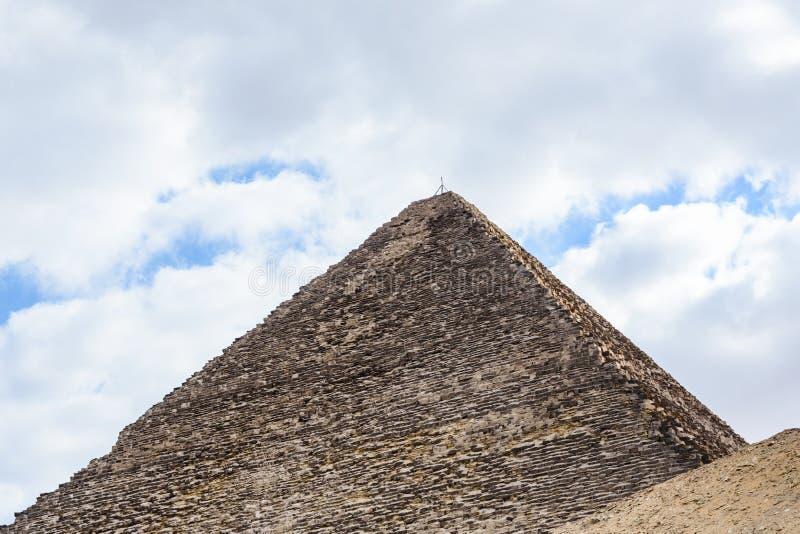La gran pir?mide de Cheops en la meseta de Giza Ciudad y r?o el Nilo de El Cairo fotos de archivo libres de regalías