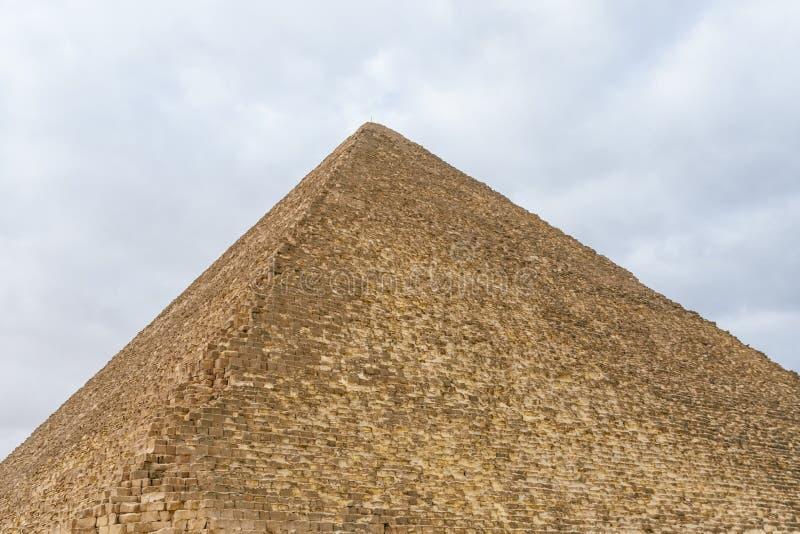 La gran pir?mide de Cheops en la meseta de Giza Ciudad y r?o el Nilo de El Cairo imagen de archivo libre de regalías