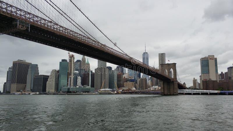 La gran vista del puente de Manhattan y de Brooklyn foto de archivo