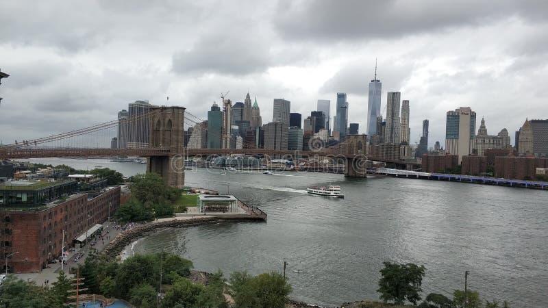 La gran vista del puente de Manhattan y de Brooklyn fotografía de archivo