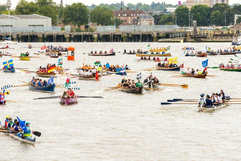 La grande course de rivière images stock