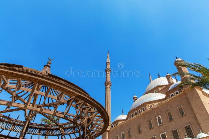 La grande mosquée de Muhammad Ali Pasha et le pavillon dans la cour de la citadelle, le Caire, Egypte photos libres de droits