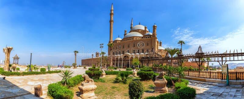 La Grande Mosquée de Muhammad Ali Pasha ou Mosquée de l'Alabaster, panorama sur la cour de la Citadelle photo libre de droits