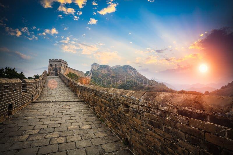 La Grande Muraille avec la lueur de coucher du soleil photographie stock libre de droits