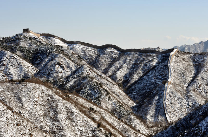 La Grande Muraille dans la neige de blanc d'hiver images libres de droits