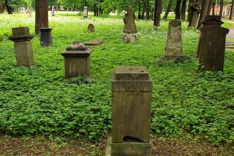 La grande nécropole de cimetière à Riga, Lettonie image stock