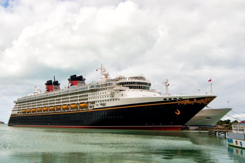 La grande nave da crociera Disney si domanda fotografia stock libera da diritti