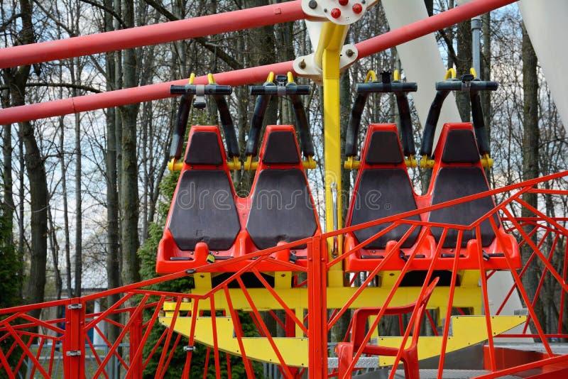 La grande roue en parc de Minsk Gorki a été installée en 2003 Taille 54 mètres Nombre de sièges : 144 4 cabines et 32 ouverts fer photo libre de droits