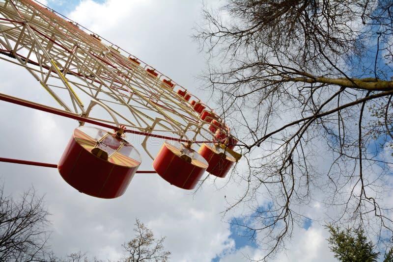 La grande roue en parc de Minsk Gorki a été installée en 2003 Taille 54 mètres Nombre de sièges : 144 4 cabines et 32 ouverts fer photographie stock