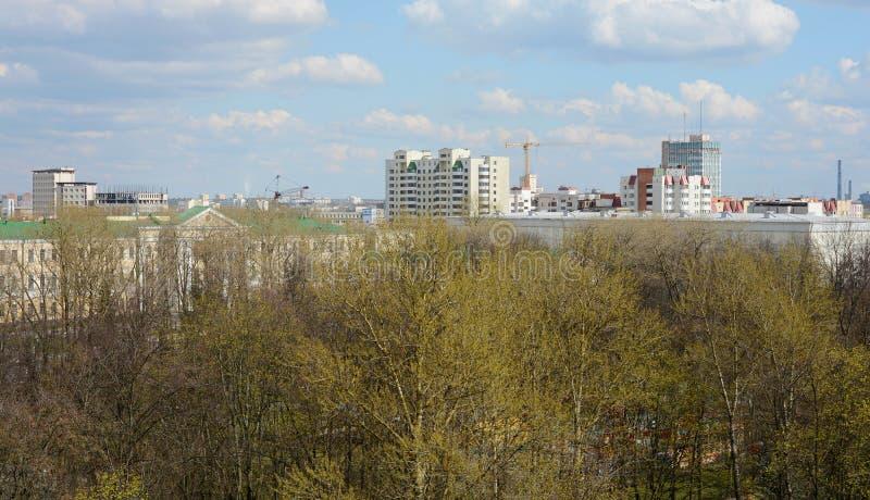La grande roue en parc de Minsk Gorki a été installée en 2003 Taille 54 mètres Nombre de sièges : 144 4 cabines et 32 ouverts fer photographie stock libre de droits