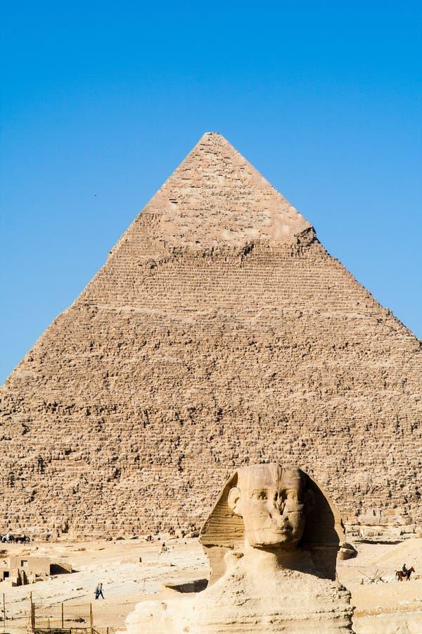 La grande Sfinge e la piramide di Khafre fotografia stock
