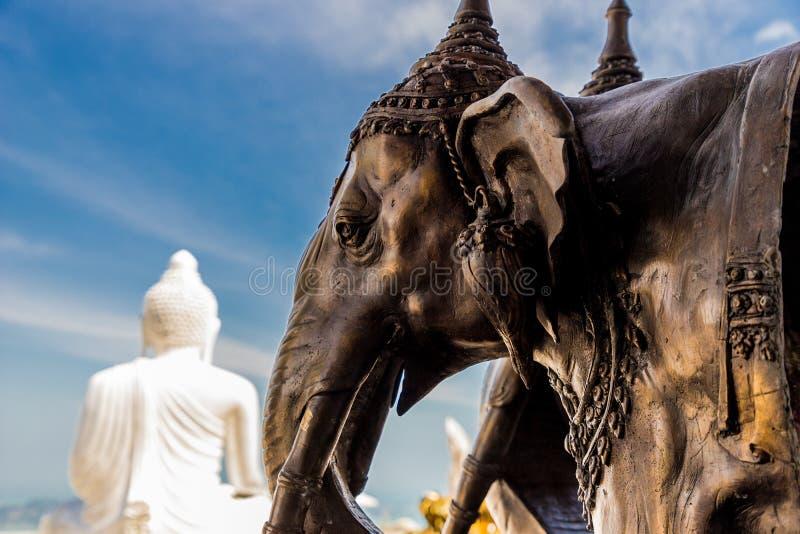 La grande statue de Bouddha dans Phucket Thaïlande photos libres de droits