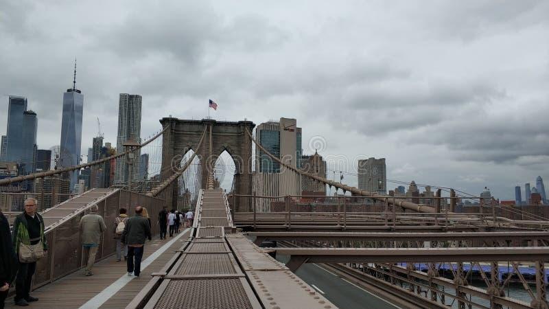 La grande vue de Manhattan de pont de Brooklyn image libre de droits