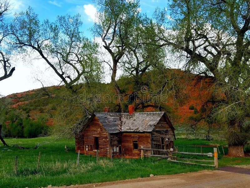 La granja vieja en barranco rojo fotos de archivo