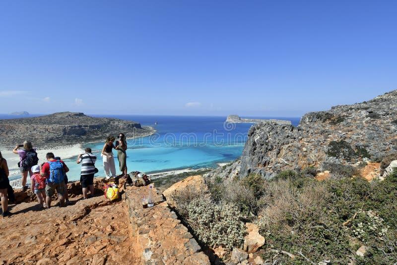 La Grecia, Creta, la gente prende le foto dalla laguna sbalorditiva di Balos immagine stock libera da diritti