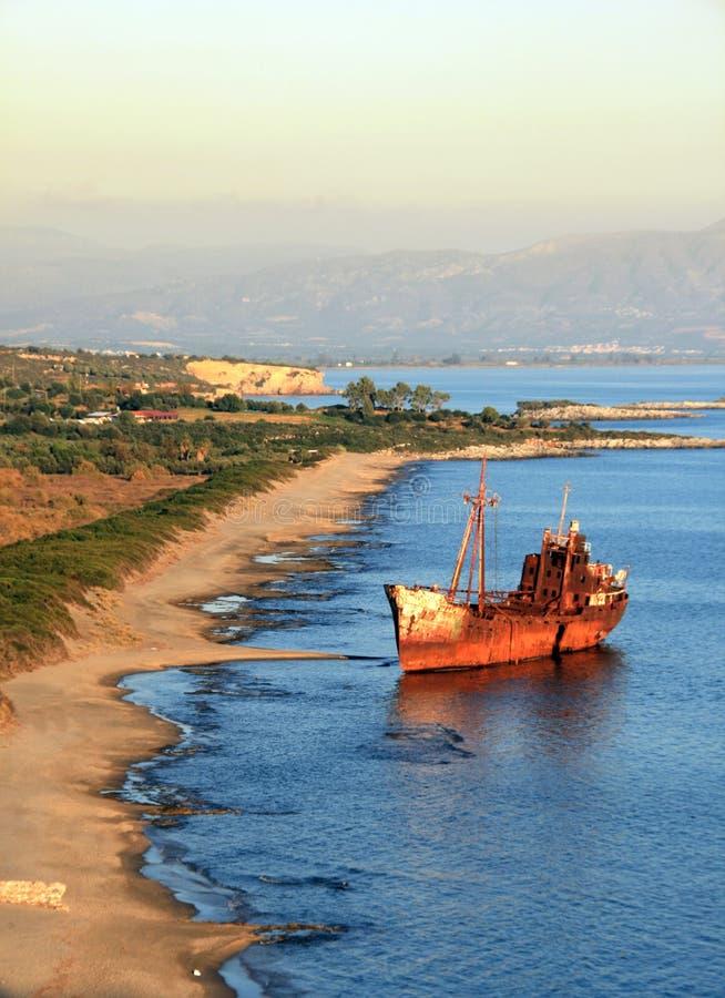La Grecia, naufragio sulla spiaggia fotografia stock libera da diritti