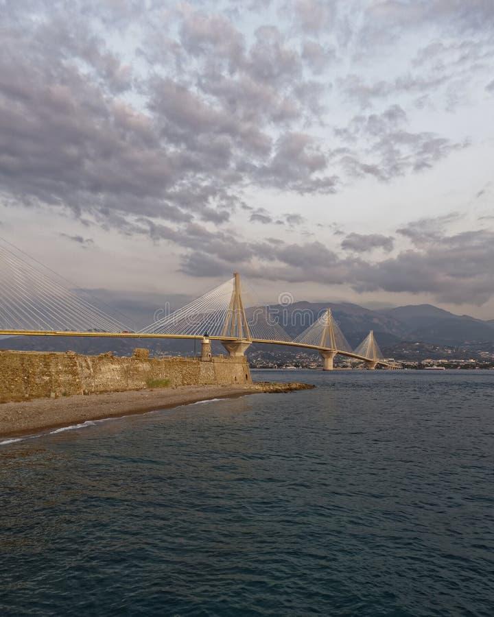 La Grecia, vista del ponte di Rio Antirio dal Nord fotografie stock
