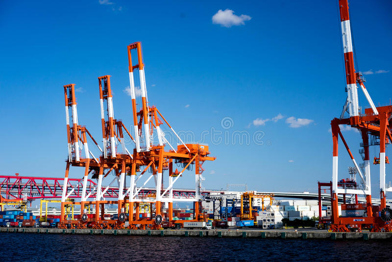 La grue de récipient en Osaka Port photo stock