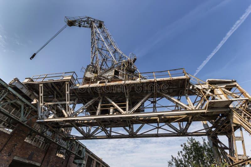 La grue historique de chantier naval photographie stock