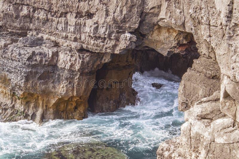 La gruta en el mar, boca hace el infierno fotografía de archivo libre de regalías