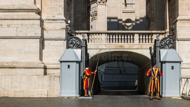 La guardia svizzera a stato della Città del Vaticano immagine stock