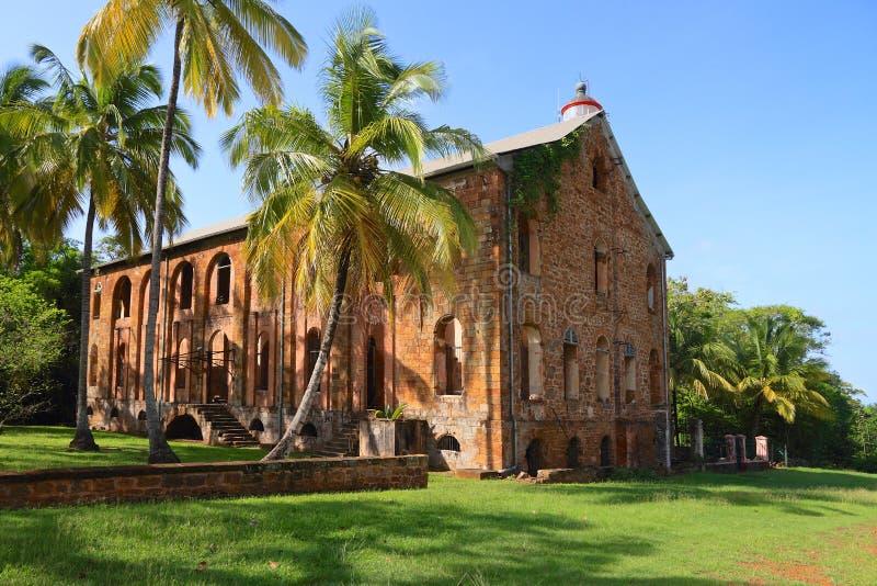 La Guayana Francesa, isla real: Settelment penal anterior - hospital militar imagen de archivo