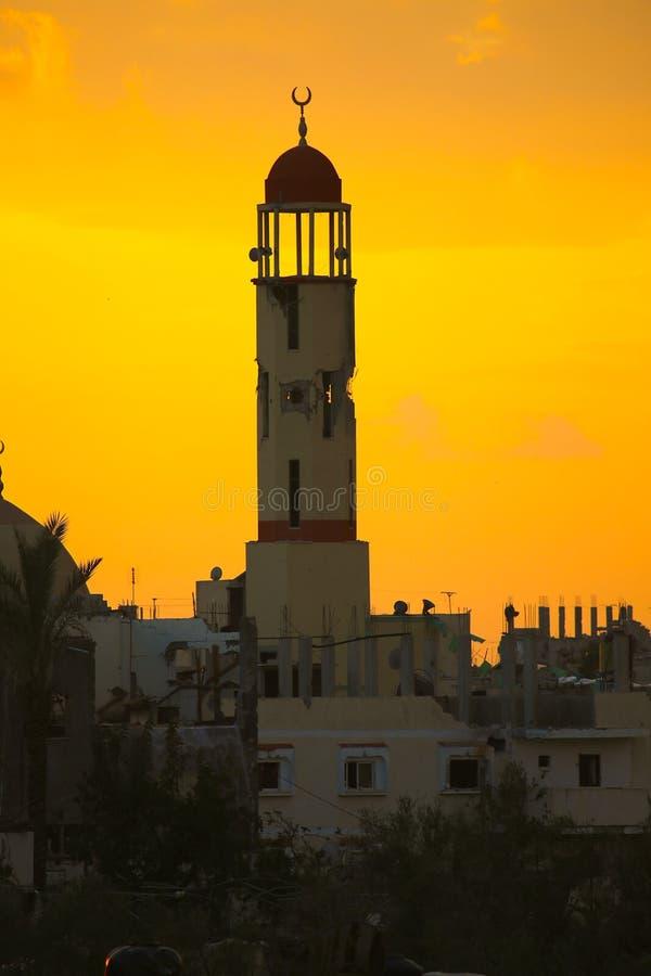 La guerra dañó la mezquita en Al Zana, Franja de Gaza  fotografía de archivo