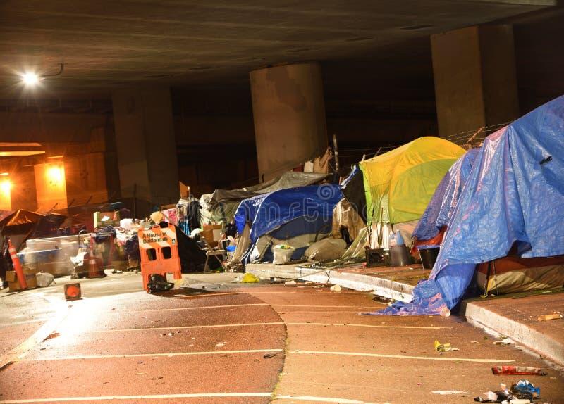La guerre d'embourgeoisement : Camps sans abri d'Oakland San Francisco Bay Area photos libres de droits