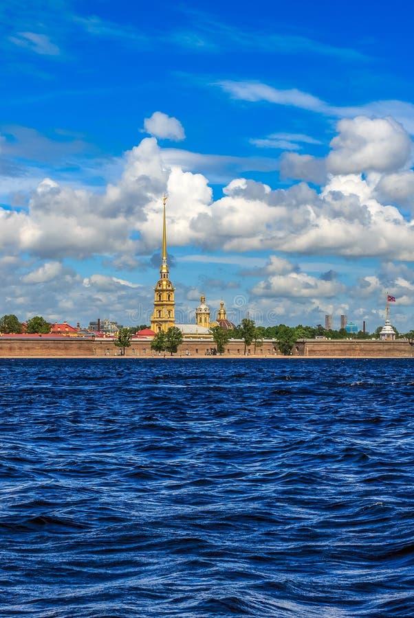 La guglia del Peter e di Paul Fortress a St Petersburg fotografia stock