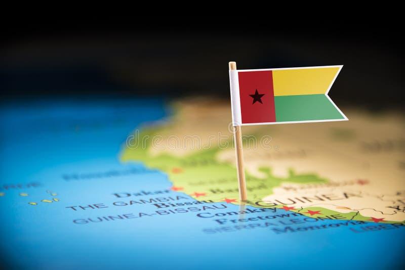 La Guinée-Bissau a identifié par un drapeau sur la carte image stock