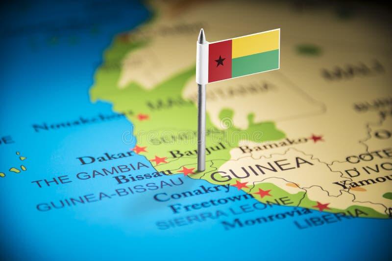 La Guinée-Bissau a identifié par un drapeau sur la carte photographie stock